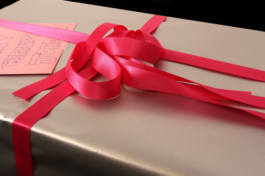 gift wrapping idea for girls, pink ribbon, wrapping paper, gift wrapping paper