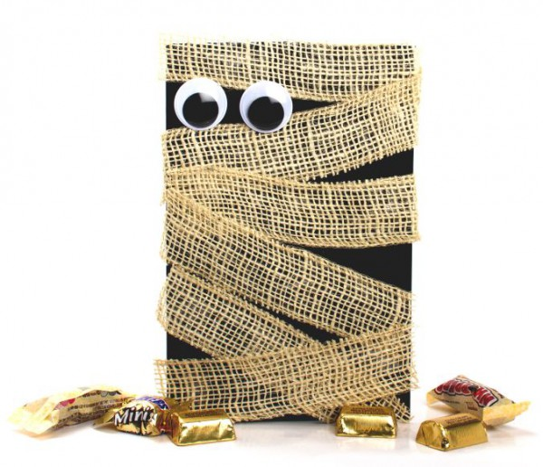 completed burlap mummy invitation, candy