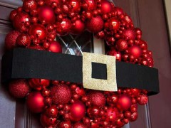 8 Stunning Christmas Wreaths to Hang On Your Front Door