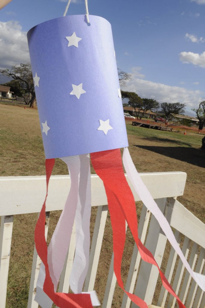 windsock, diy windsock, paper crafts, memorial day