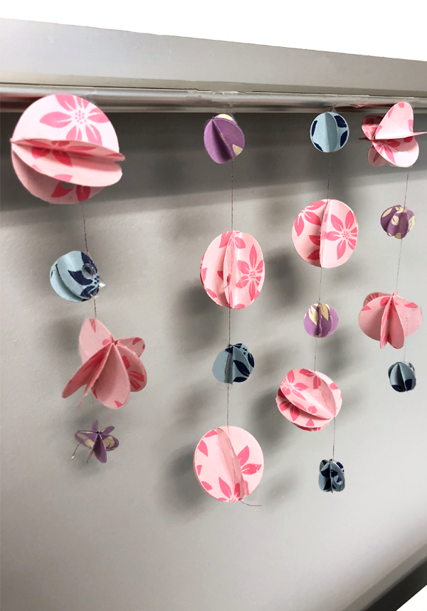 How to Make a 3D Paper Garland, paper chandelier, 3D paper