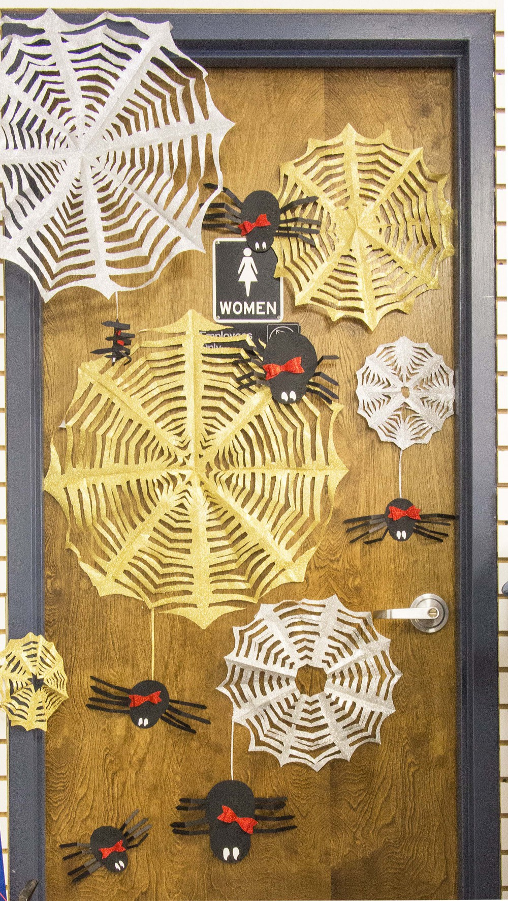 Diy Halloween Door Decorations - Halloween door decoration diy halloween decorations